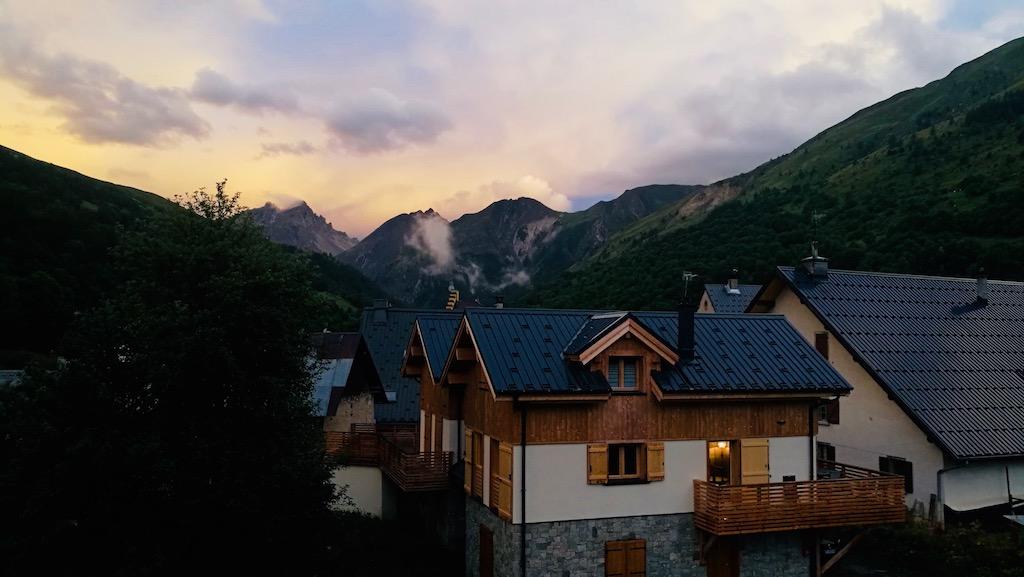 vue montagne vacance ete couche de soleil