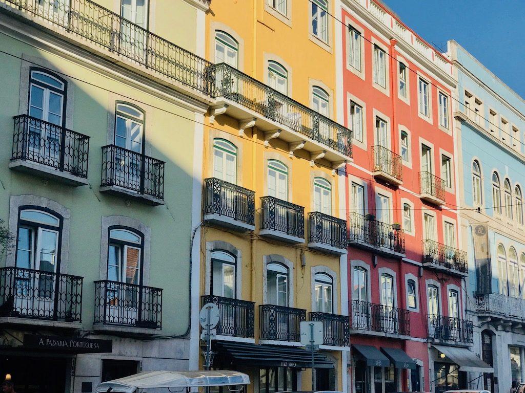 visiter lisbonne en octobre facade colorée