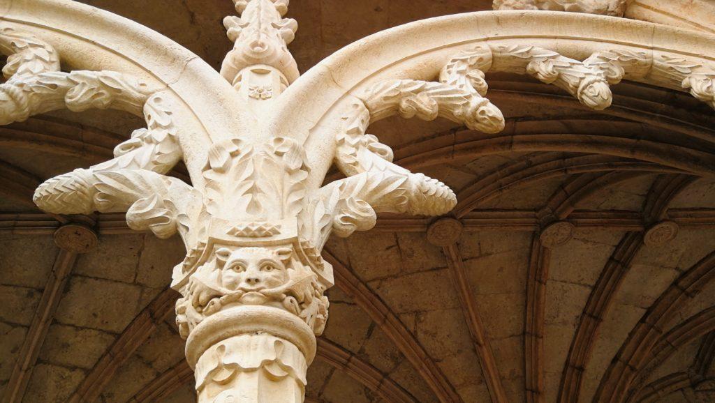 visite du monastere des jeronimos a belem vue sur les details de la pierre