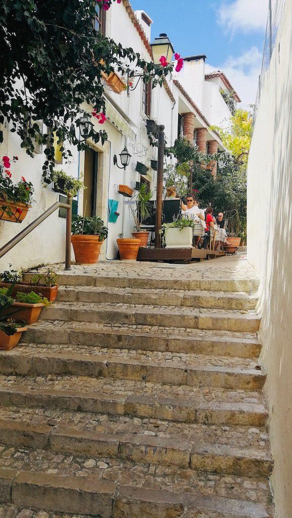petite terrasse de restaurant cascais portugal