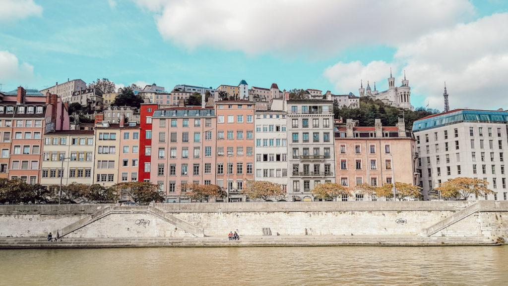 vue de Lyon depuis bateau hermes 2 lors une croisiere sur la saone