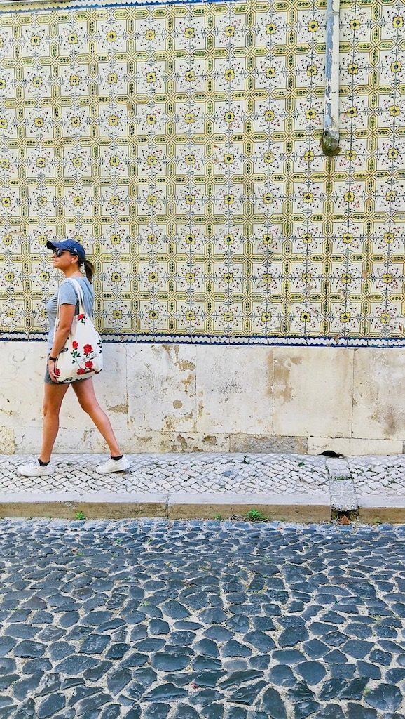 mur azulejos rues de lisbonne